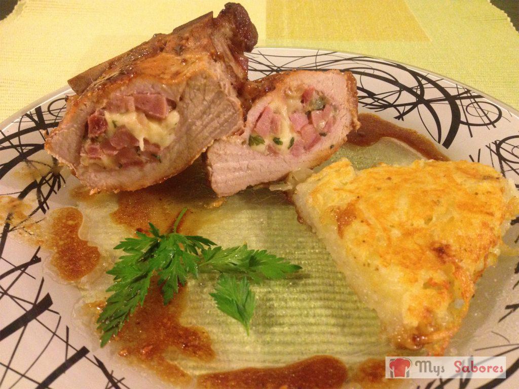 Chuletas de cerdo rellenas y milhojas de papa